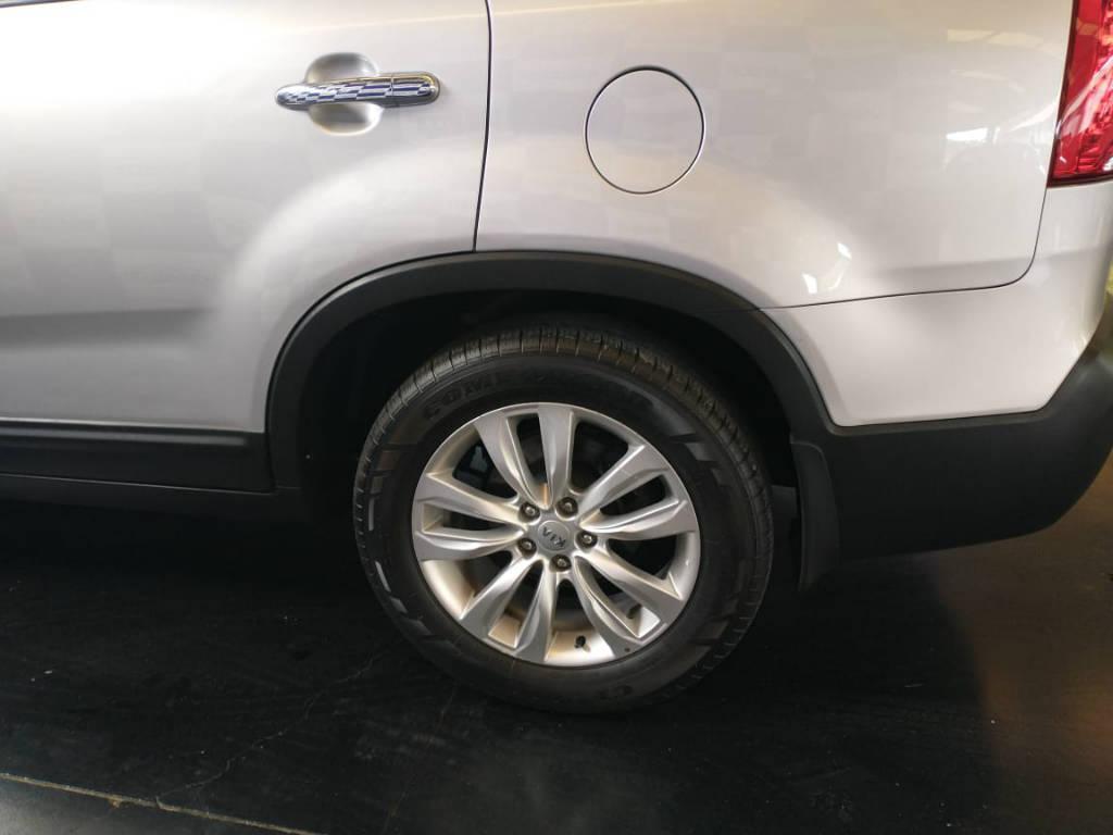 Foto numero 2 do veiculo Kia Sorento 2.4 4x2 aut. - Prata - 2011/2012