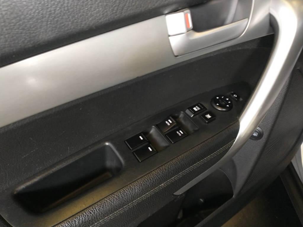 Foto numero 5 do veiculo Kia Sorento 2.4 4x2 aut. - Prata - 2011/2012