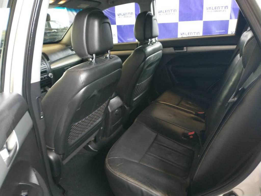 Foto numero 8 do veiculo Kia Sorento 2.4 4x2 aut. - Prata - 2011/2012