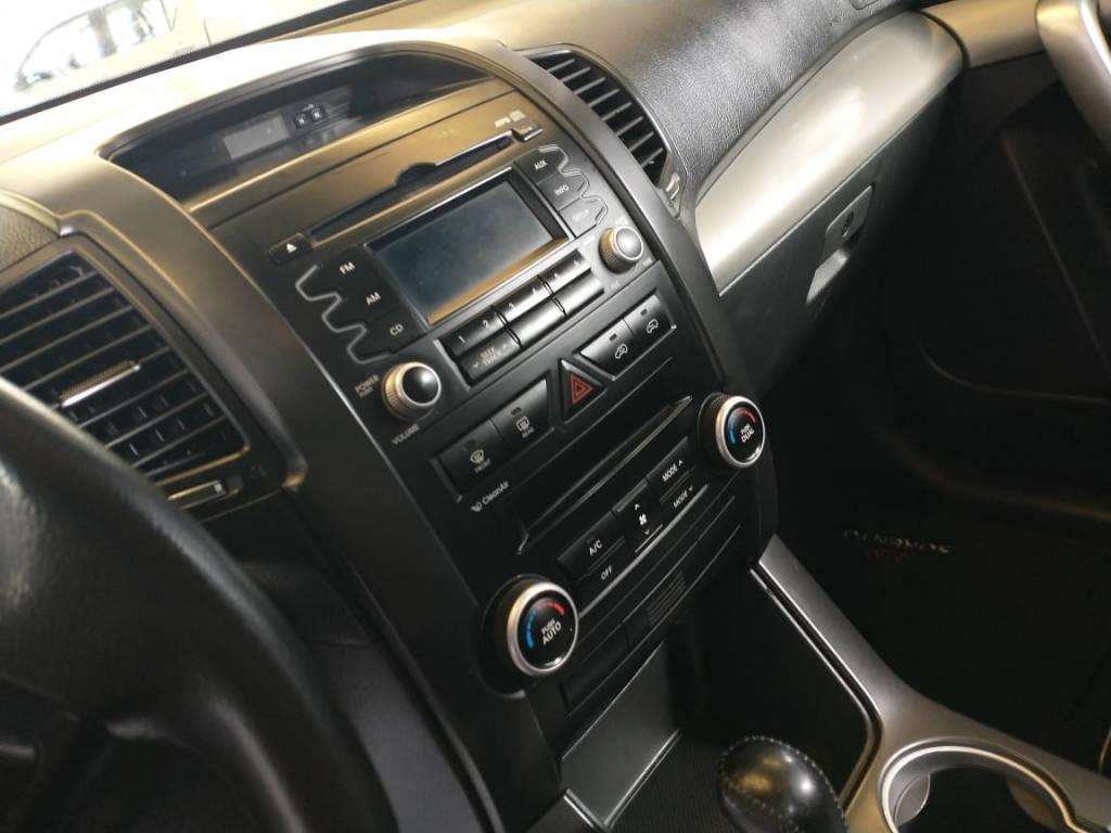 Foto numero 10 do veiculo Kia Sorento 2.4 4x2 aut. - Prata - 2011/2012