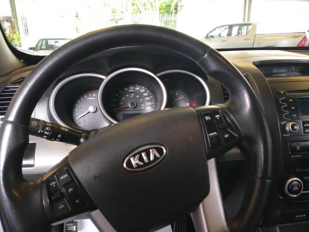Foto numero 11 do veiculo Kia Sorento 2.4 4x2 aut. - Prata - 2011/2012